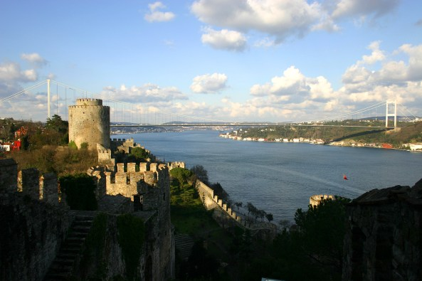 Fatih Sultan Mehmet Bridge as seen from the Rumelian Castle (1452) Photo: KeRR at en.wikipedia