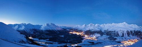 ENGADIN St. Moritz: Panorama Muottas Muragl in der Abenddaemmerung