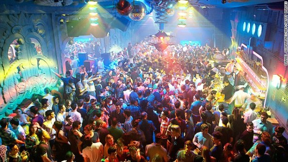 """People enjoy electronic music at the nightclub """"Yatch Clube"""" in Sao Paulo. Photo: Getty Images"""