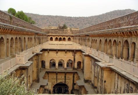 Nimrana Bawadi1