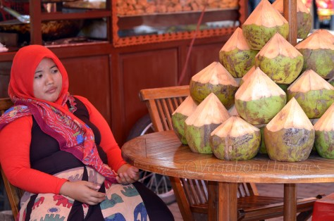 A women selling coconut at Monas