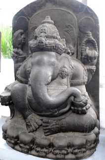 A beautiful sculpture of Ganesha. Even this sculpture has skulls on its base, quite untypical of Ganesha statues in India.