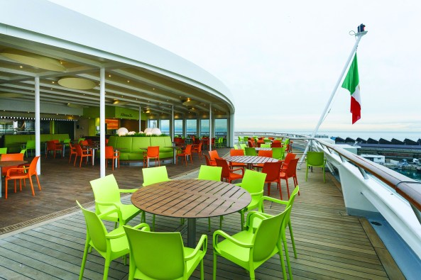 Alfresco Bar, open deck
