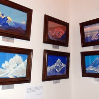 Paint and glitter in Himalayas at Roerich Art Gallery
