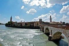 Puente de piedra en Verona