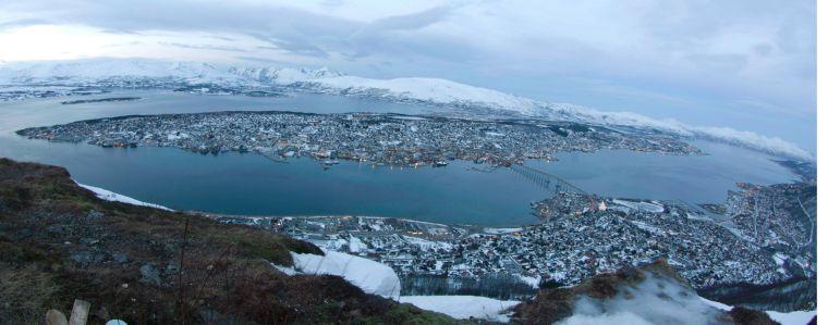 Vista de Tromso desde el teleférico de Fjellheisen