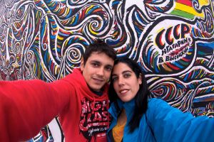 En el East Side Gallery, Berlín