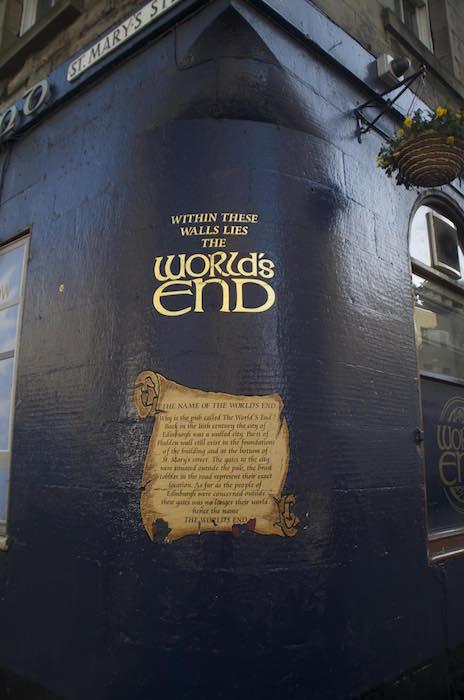 Pub The World's End en la Royal Mile, Edimburgo
