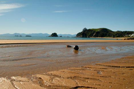 Playa de Kaiteriteri desde donde salen los barcos para recorrer el parque Abel Tasman