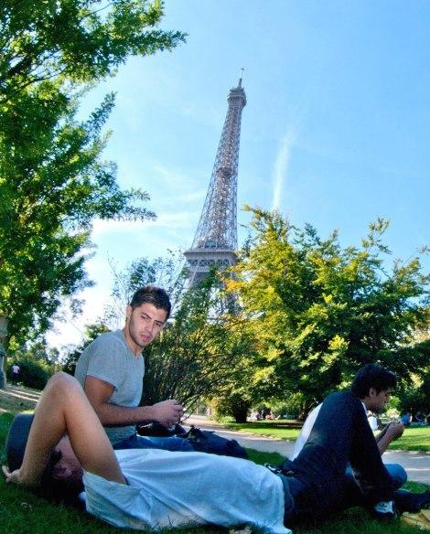 En Campo de Marte, bajo la mirada de la torre Eiffel
