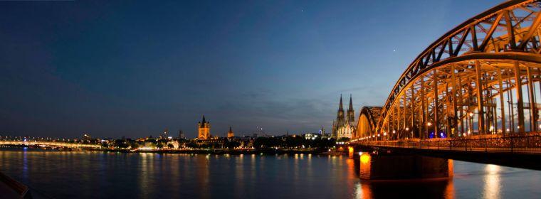Atardecer sobre Colonia desd el puente de Hohenzollern