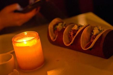 Tacos en el mexicano La Bodega Negra, Londres