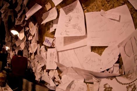 Una pequeña muestra de los mensajes que cubren las paredes del ruin pub For Sale