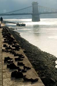 Zapatos en el Danubio, homenaje a los judíos asesinados durante la ocupación nazi