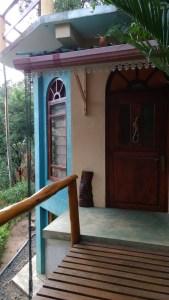 Acceso a nuestra habitación en el Waterfalls Homestay, Ella. Sri Lanka