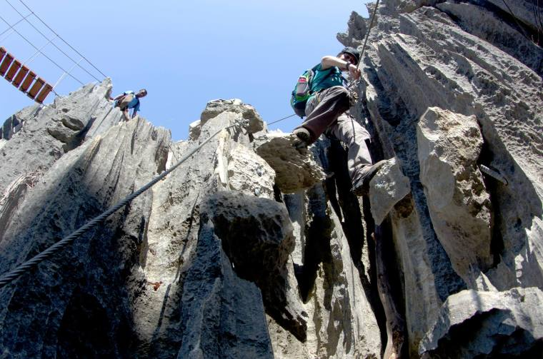 Escalando por los Gran Tsingy de Bemaraha, en Madagascar