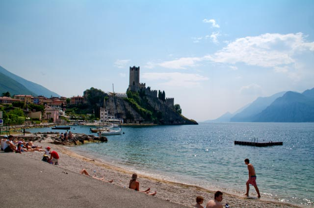 Malcesine es una preciosa ciudad medieval, a orillas del lago de Garda y frente al Monte Baldo