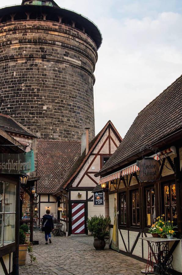 Torre de la muralla en el Patio de Artesanos de Nuremberg