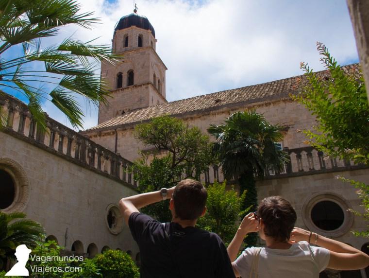 Vistas desde el claustro en el interior del Monasterio Franciscano