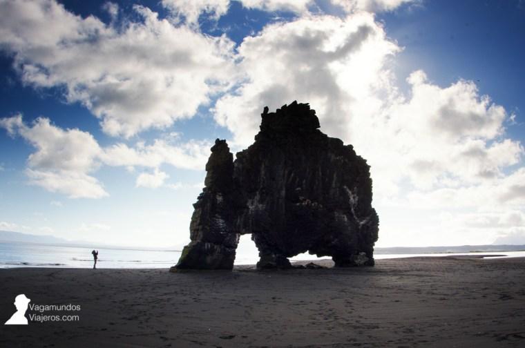 El rinoceronte de roca: Hvitserkur en la costa norte de Islandia