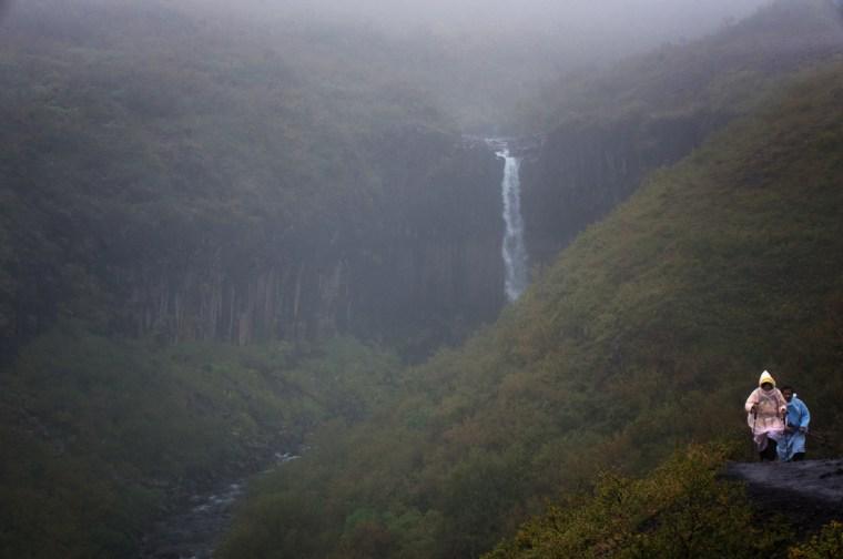 Islandia_Svartifoss_lluvia