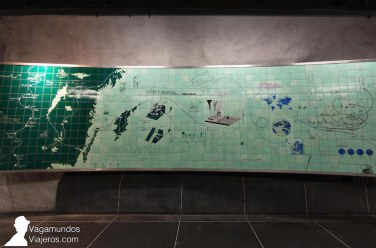 Los viajes del biólogo Carlos Linneo, pintados en azulejos en la estación de metro Universitetet, Estocolmo