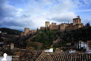 Vistas de la Alhambra desde el mirador de la Placeta Carvajales en el Albayzín