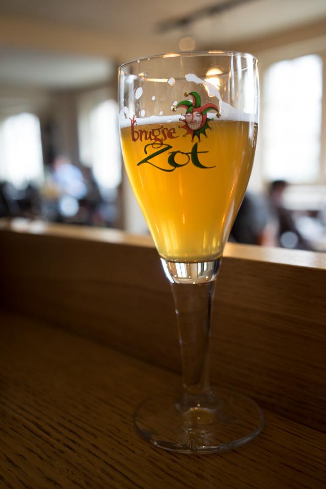 Brugse Zot, una de las dos únicas cervezas fabricadas en Brujas
