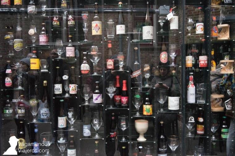 Muro de cervezas belgas en Brujas