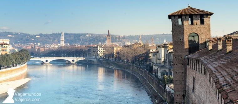 El río Adigio a su paso por Verona, desde una de las torres del Castelvecchio