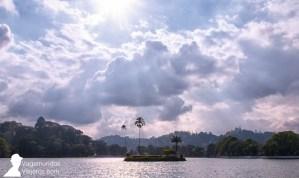El lago de Kandy es el corazón de esta ciudad de Sri Lanka
