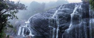 Cascadas en el Parque Nacional de las Llanuras de Horton, Sri Lanka
