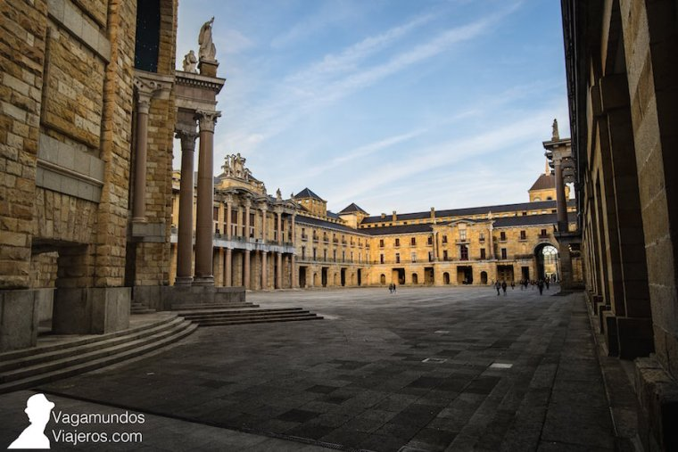 Patio central de la Universidad Laboral de Gijón, inspirado en la Plaza San Marcos de Venecia