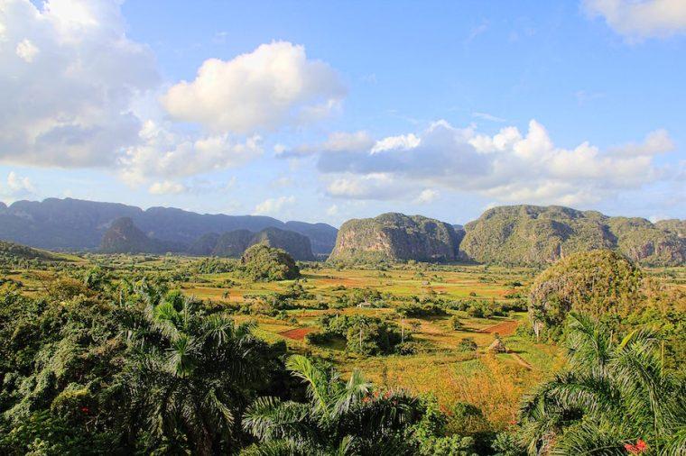 """El Valle de Viñales en Cuba, conocido por sus montañas """"mogotes"""" y las plantaciones de tabaco"""