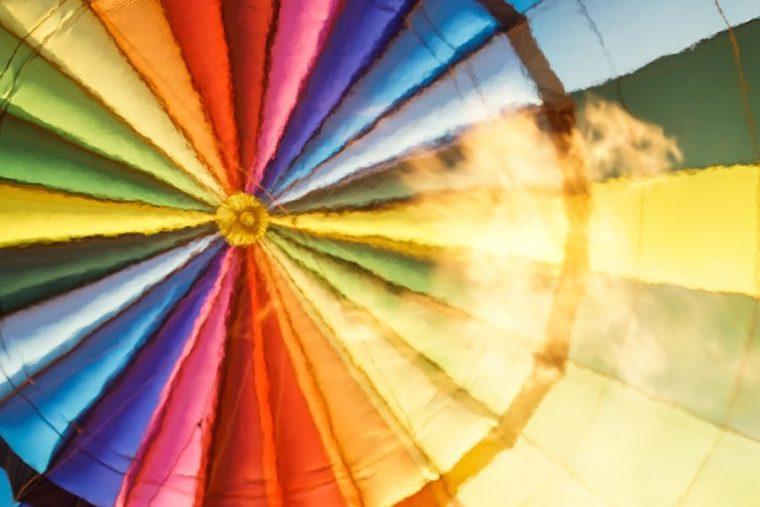 Hinchando el globo para volar