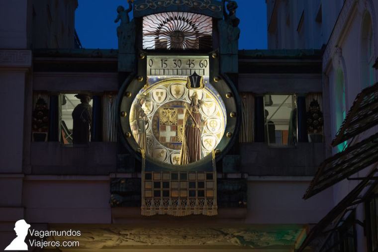 El reloj Aker en la plaza Hoher Market, Viena