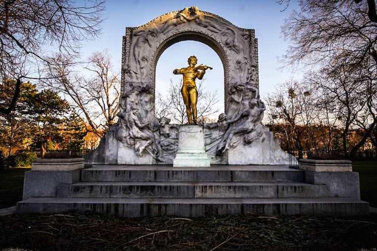 Estatua de Johann Strauss en el parque Stadtpark de Viena
