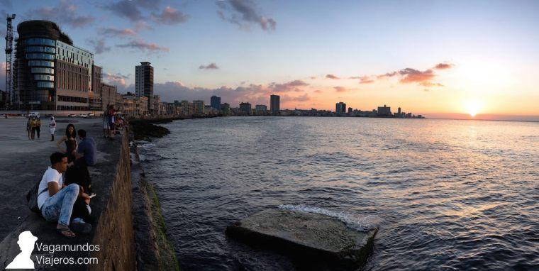 Atardecer en el Malecón de La Habana, Cuba