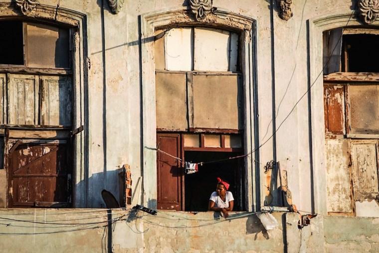 Fachada en el Malecón al atardecer, La Habana