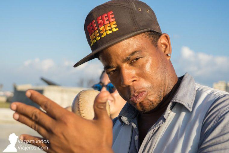 Músicos callejeros en el Malecón de La Habana, Cuba