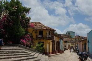 Escalinata en el centro de Trinidad, con conexión wifi a internet