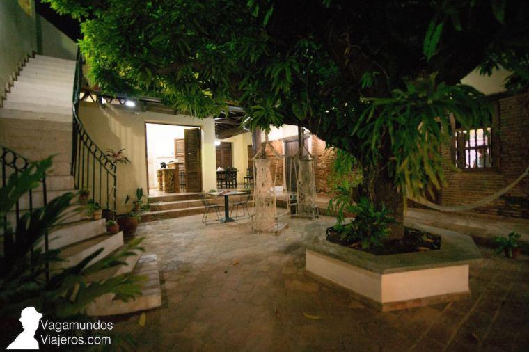 Patio y escalera para subir a la terraza en Villa Trinidad, Cuba