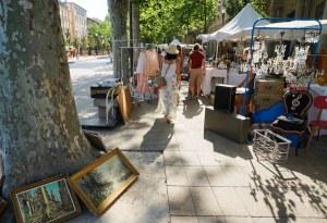 Mercado en Cours de Mirabeu, la calle principal de Aix en Provence, Francia