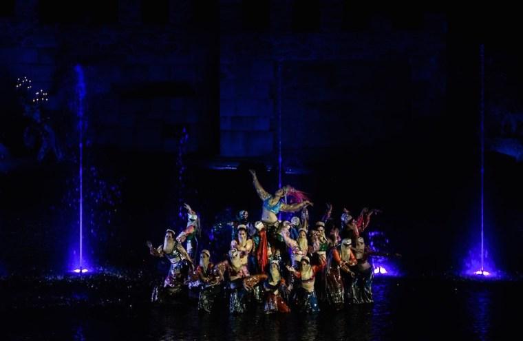"""Bailarinas árabes durante """"El Sueño de Toledo"""", espectáculo de Puy du Fou España"""