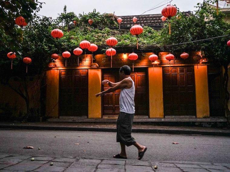 Amanecer en el barrio histórico de Hoi An, Vietnam