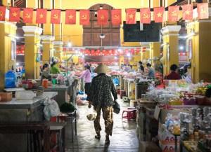 Interior del mercado de Hoi An, Vietnam