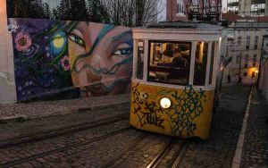 Stret art en la calle del elevador da Gloria, Lisboa