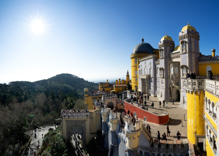 Vista del Palacio da Pena desde una terraza a la que solo se puede acceder con la entrada al interior del Palacio