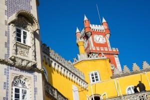 Las 3 fachadas del Palacio da Pena: azulejos, amarilla y roja