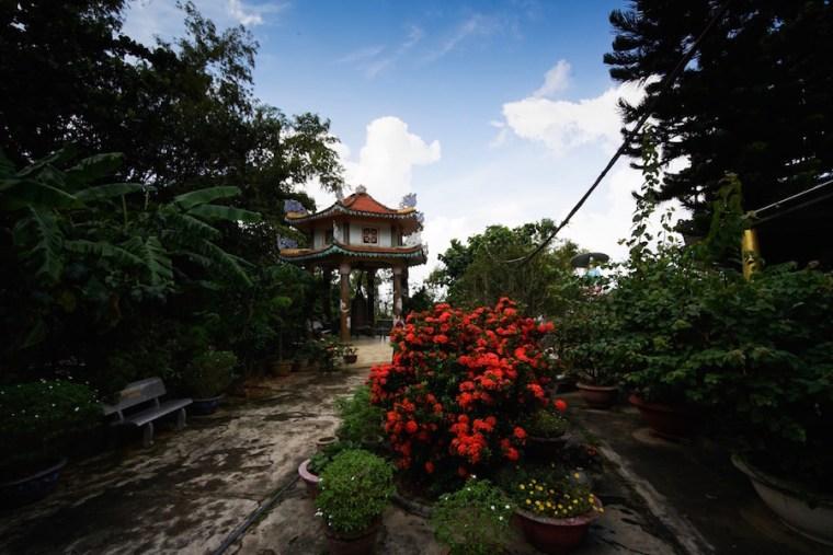 Jardines y construcciones en la Montaña de Agua de Danang